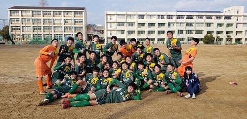 サッカー部卒業式写真(2).jpg